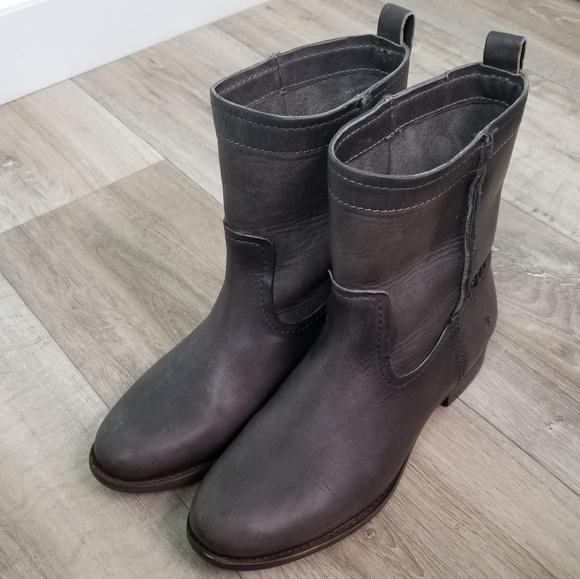 b05c6e2c044 FRYE Womens Cara Short Ankle Boots Smoke - 9B